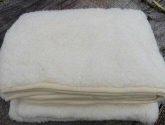 schapenwollen deken wit