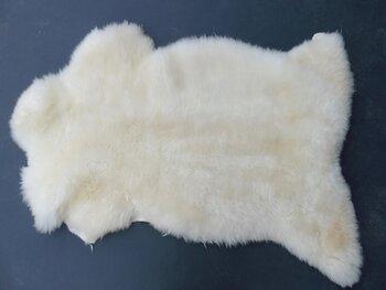 155x73 cm.cm. groot soepel dik schapenvacht
