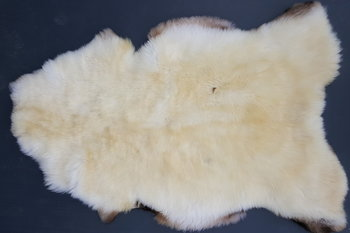 135x86 cm. groot breed wit schapenvacht