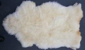138x84cm. Soepel zacht wit schapenvacht.