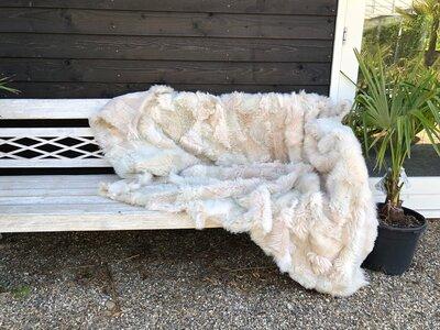 lamsvacht kleed in warm witte tinten